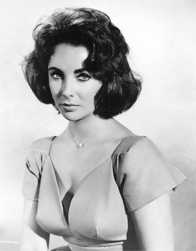 Elizabeth Taylor karatasi la kupamba ukuta probably containing attractiveness, a lingerie, and a brassiere entitled Elizabeth Taylor