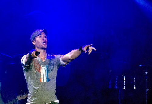 Enrique Iglesias Performs Live