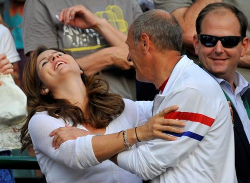 Funny Mirka 2011 - roger-federer Photo