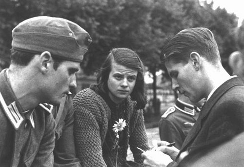 Hans Scholl (left) in 1942 with Sophie Scholl and Christoph Probst