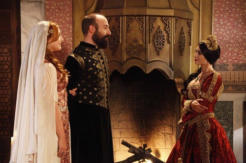 Hurrem ve Sulejman ve Izabela