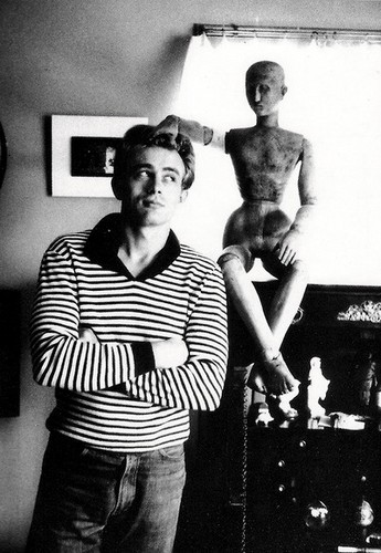 James Dean achtergrond with a sign and a living room entitled James Dean