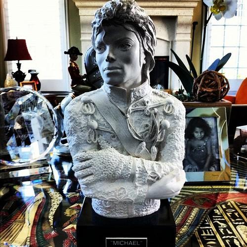 MJ Statue Jaafar Jackson at his grandma Katherine's house (jaafar's instagram jaafarjackson25)