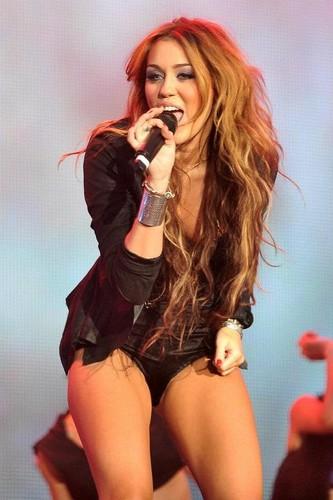 Miley_JUstin_Nazanin