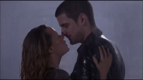 Naley kiss in the rain