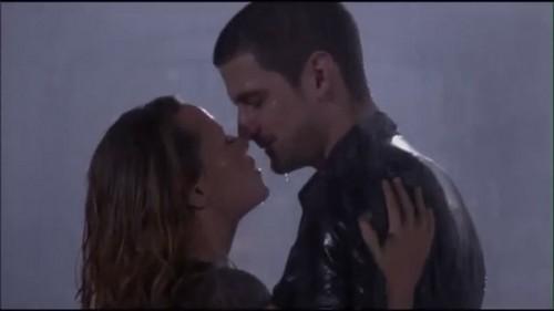 naley ciuman in the rain