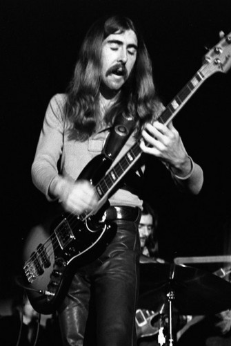 英年早逝的明星 壁纸 containing a guitarist called Raymond Berry Oakley III(April 4, 1948 – November 11, 1972