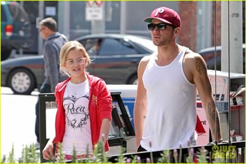Ryan Phillippe & Ava: Daddy Daughter Bonding Time