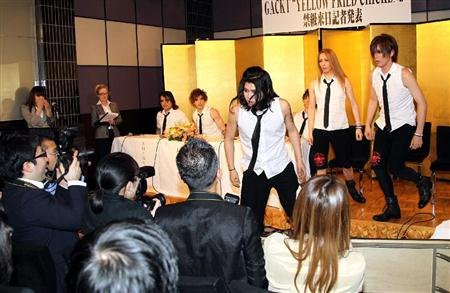 """YELLOW FRIED CHICKENz """"Pess Conference 2011"""""""