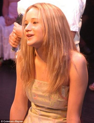 Jennifer Lawrence hình nền entitled Young Jennifer