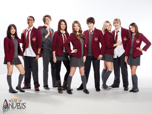 The House of Anubis wallpaper probably with farda, regimentais, and uniforme called house of anubis
