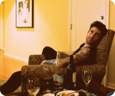 Adam Levine fondo de pantalla possibly with a cena table, a living room, and a family room called ^^