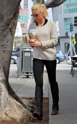Amber Heard: Caffiene-Craving Cutie