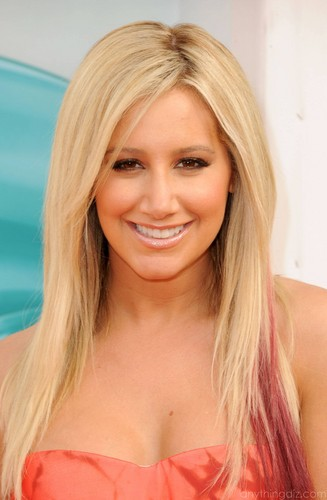 "Ashley Tisdale's ""2012 Kids Choice Awards"" Orange Carpet Arrival!"