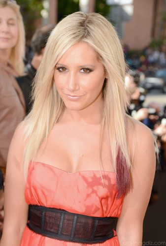 "Ashley Tisdale's ""2012 Kids Choice Awards"" kahel Carpet Arrival!"