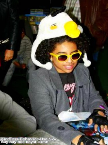 Awww Princeton anda look so cute in that hat babe!!!!!!! ;) :)