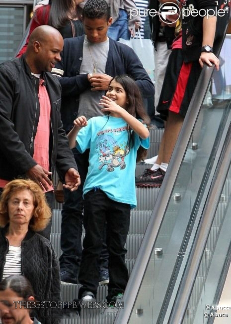 Better - Prince and Blanket Jackson @ movie theater - prince-michael-jackson photo