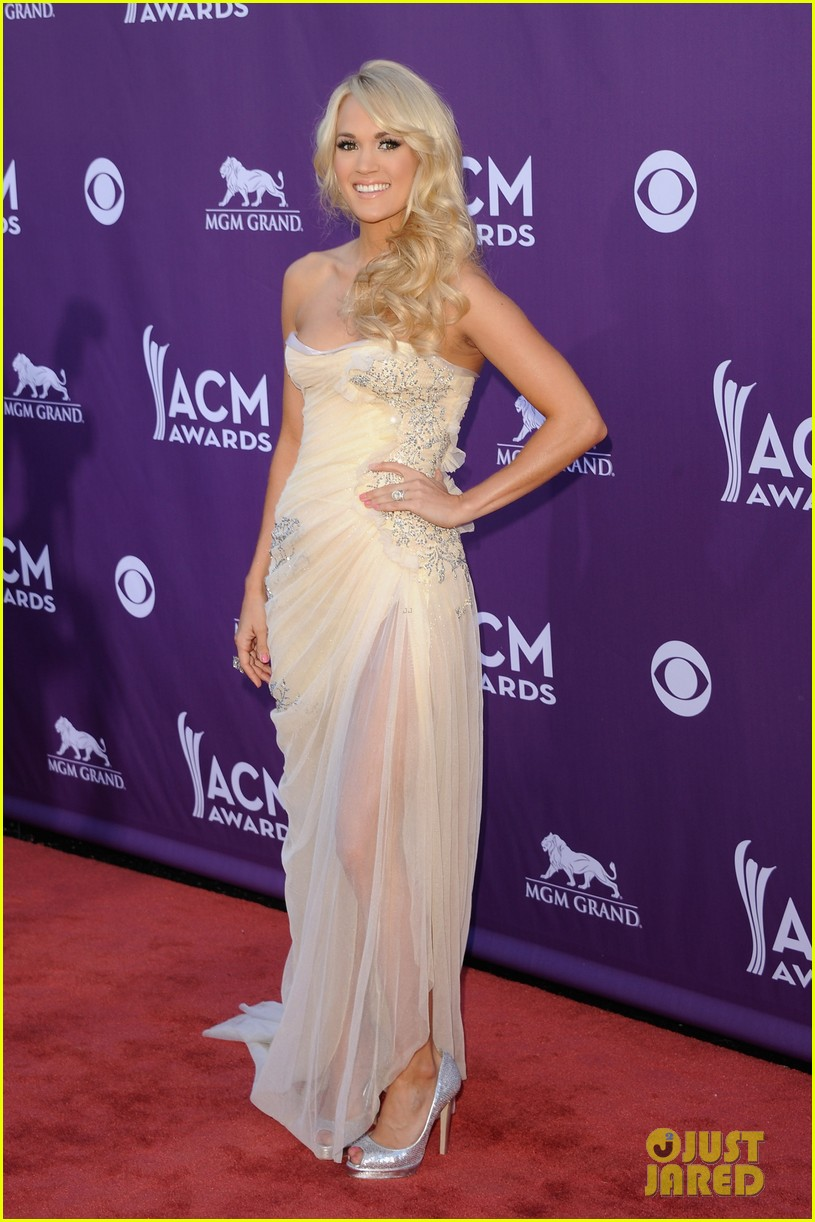 Carrie Underwood - ACM Awards 2012 Red Carpet: Photo