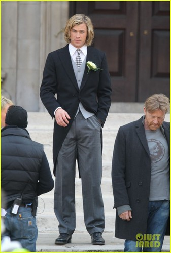 Chris Hemsworth & Olivia Wilde Get Married for 'Rush'