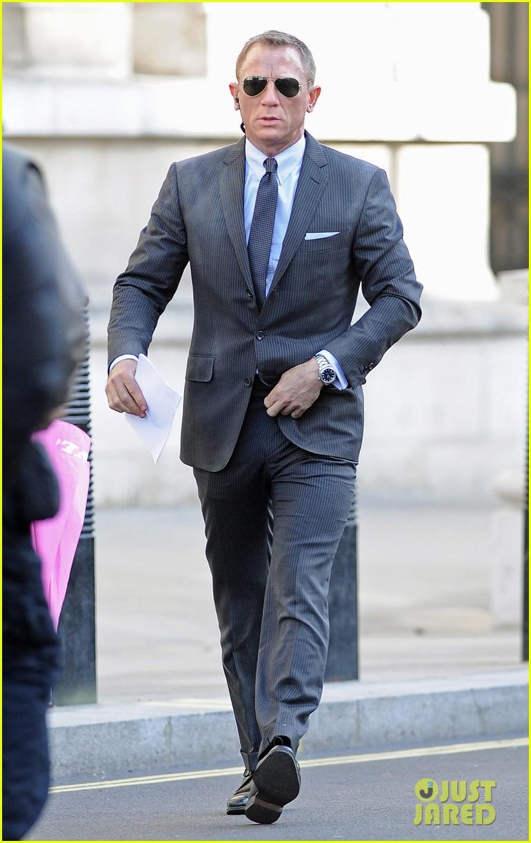 Daniel Craig Skyfall Set With Judi Dench Daniel Craig