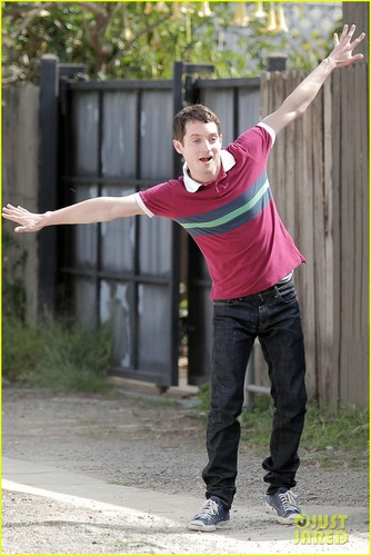 Elijah Wood is &#39;Singin&#39; in the Rain&#39; - elijah-wood Photo