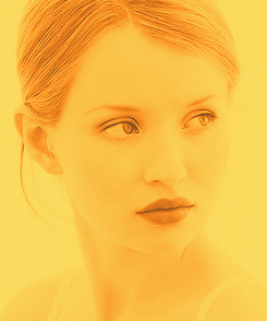 Emily Browning wallpaper containing a portrait called Emily <3