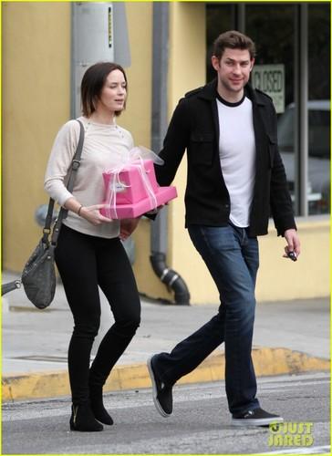 Emily Blunt & John Krasinski: Toy toko Stop