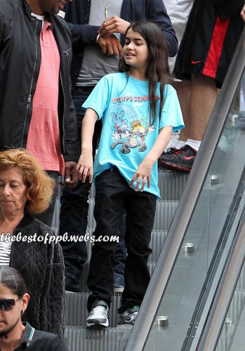 HQ - Prince and Blanket Jackson @ movie theater