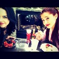 Having Lunch - ariana-grande-and-elizabeth-gillies photo
