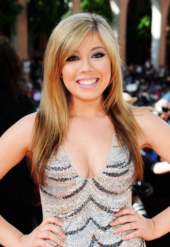 Jennette McCurdy fondo de pantalla probably with a bustier, bustier traducción and a portrait called Jennette McCurdy