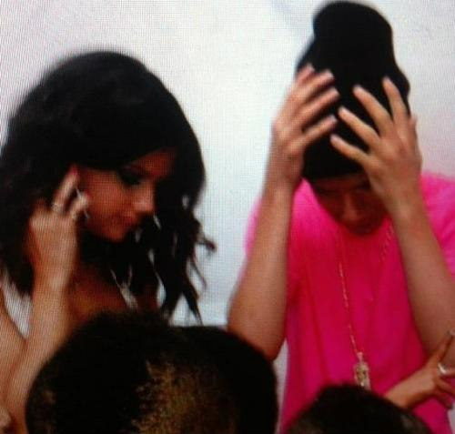 Justin and Selena Leaving the KCAs Together