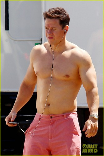 Mark Wahlberg: Shirtless For 'Pain & Gain'!