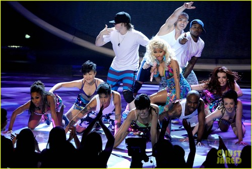 Nicki Minaj: 'Starships' Live On 'American Idol'!