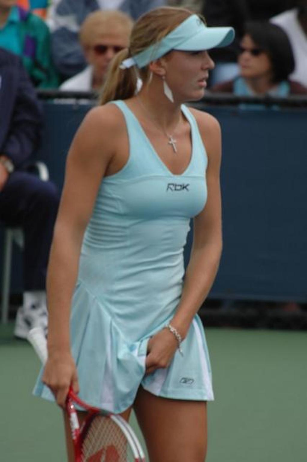 Nicole sexy blue breast