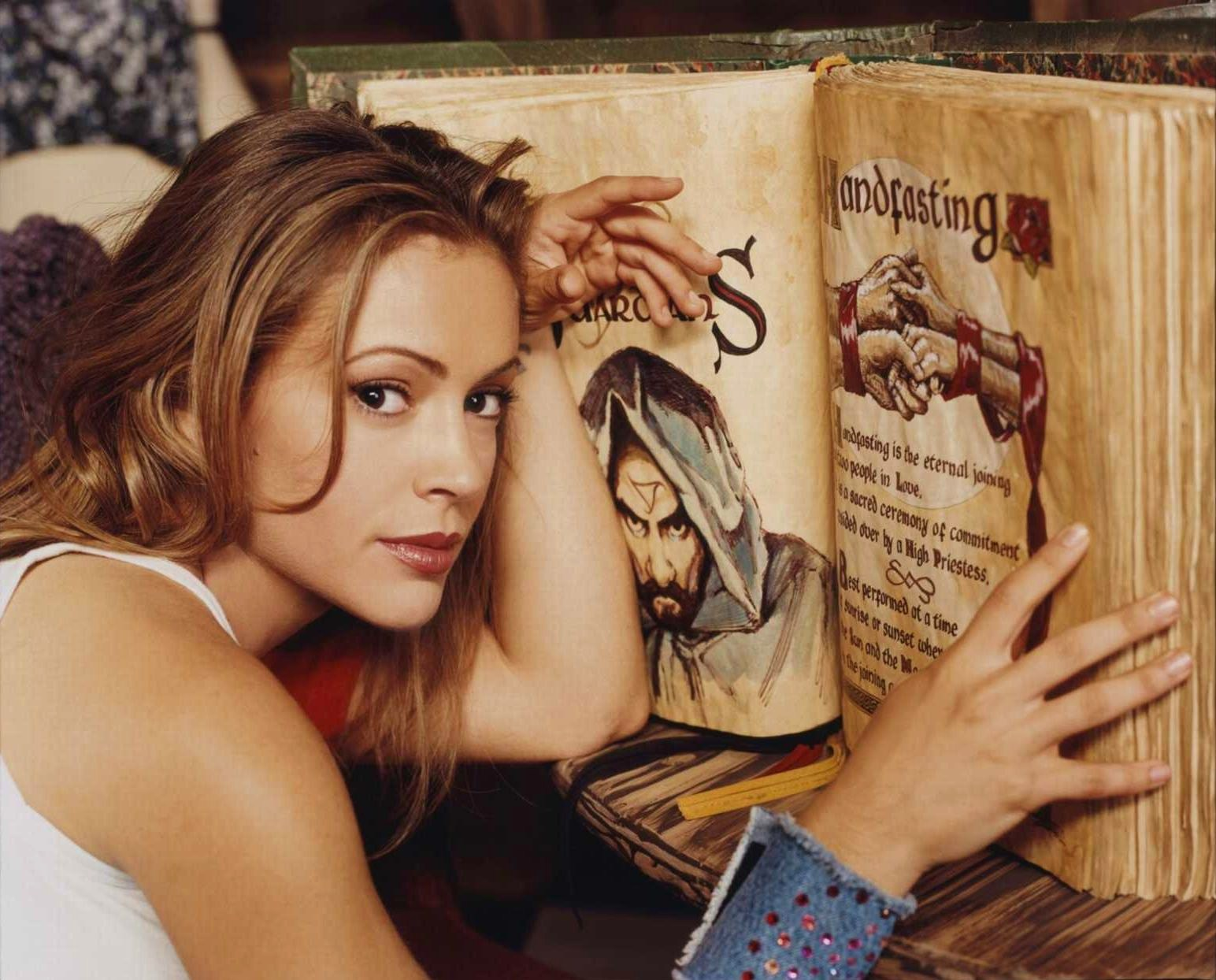 Phoebe-and-The-Book-of-The-Shadows-charm