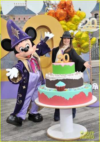 Salma Hayek: Disneyland Paris' 20th Birthday