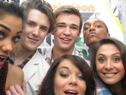The Cast of The House of Anubis in the KCA تصویر Booth