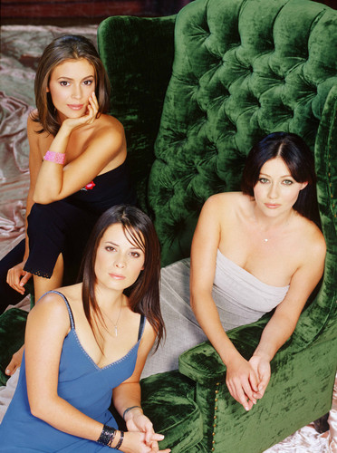 The Halliwell Sisters - charmed season 2 promo