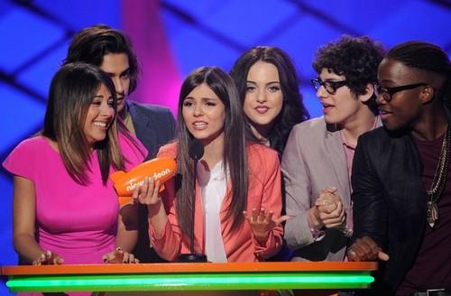 The 빅토리어스 Cast at the KCA 2012 show