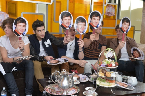 The soalan was who looks best shirtless all of them picked liam even liam picked himself LOL