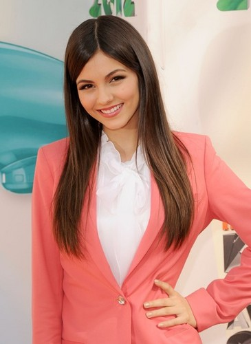 Victoria Justice arrives at the 2012 KCAs - victoria-justice Photo
