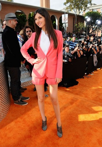 Victoria Justice at the 2012 KCAs kahel carpet