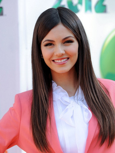 Victoria Justice wallpaper containing a portrait entitled Victoria Justice at the 2012 KCAs