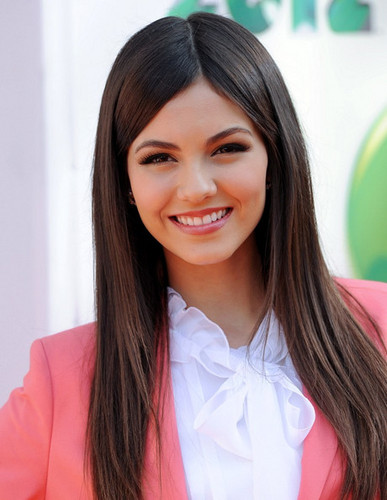 Victoria Justice at the 2012 KCAs