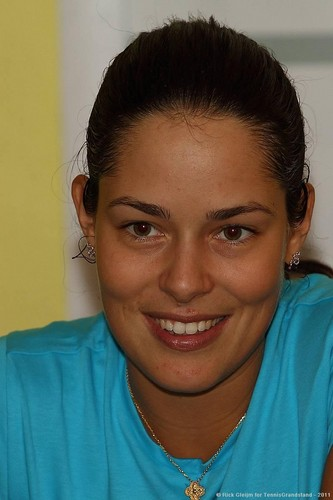 Ana Ivanovic Beguiles the Press