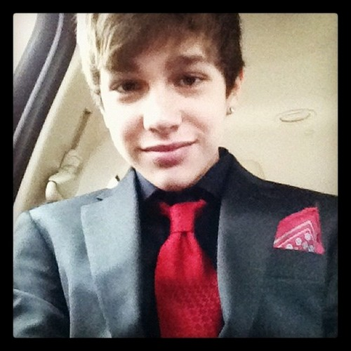 オースティン・マホーン 壁紙 containing a business suit and a suit called austin mahone