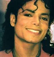 mj-beautiful-smile-michael-jackson-30206293-187-197.jpg