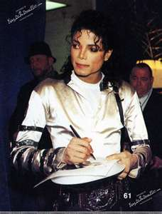 mj signing autographs