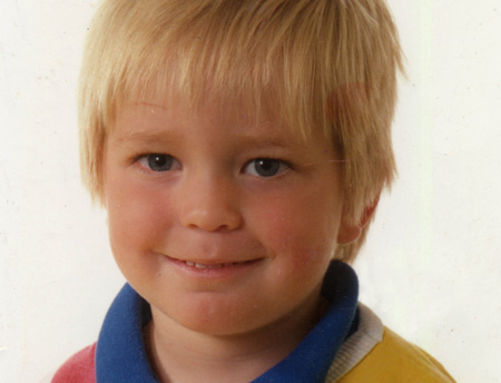 Robert Pattinson hình nền titled sooo cute pictue of rob when he was 6 xx