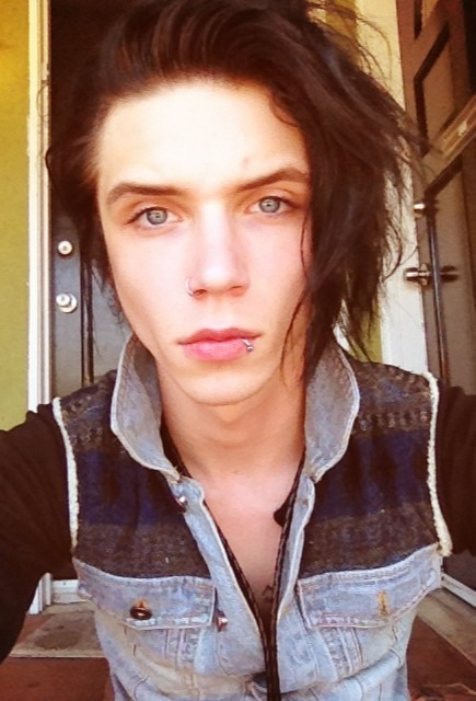 Andy biersack no makeup